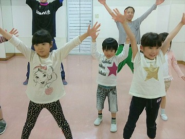 s-kidsmusicaldance.jpg